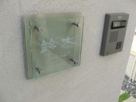 インターホンとガラス表札MTG-1717