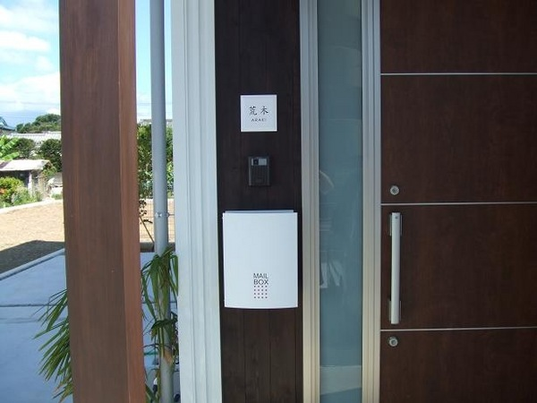 玄関ドア横にタイル表札150角