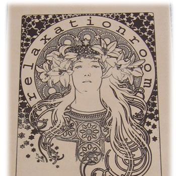 ミュシャのタイル彫刻